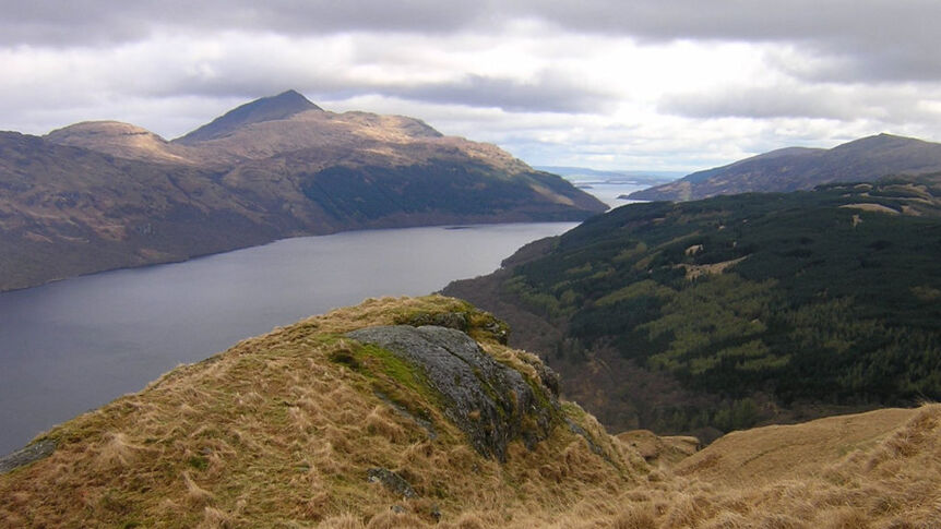 Loch Lomond in Schottland.