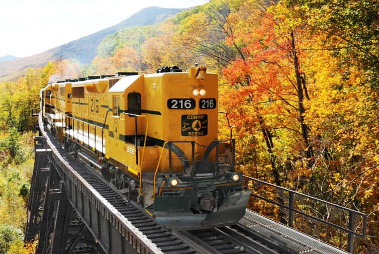 Ton in Ton: Die Conway Scenic Railroad in New Hampshire.