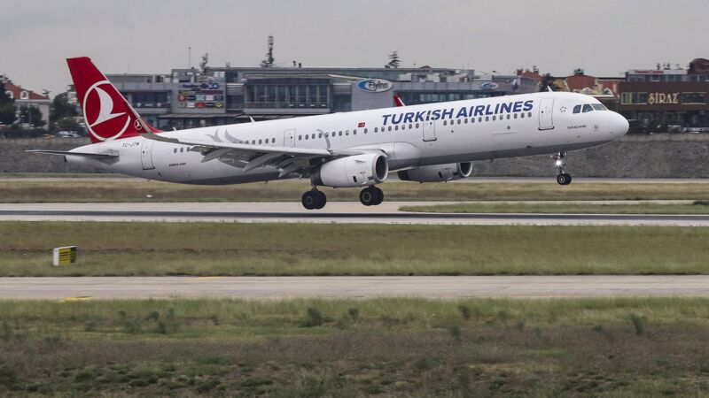 Ein Airbus von Turkish Airlines landet in Istanbul.