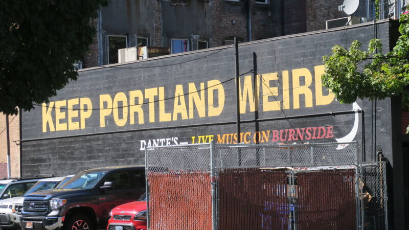 """Keep Portland Weird""-Graffiti an einer Hauswand in Portland."