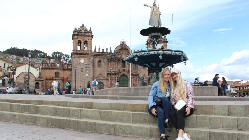 Letzte Sightseeing-Tour in Peru: Jane und Julia in Cusco.