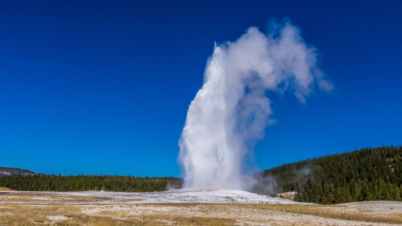 "Geysir ""Old Faithful""."