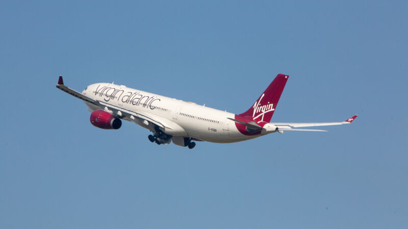 Ein Airbus A330-343 von Virgin Atlantic startet am Flughafen Heathrow in London.