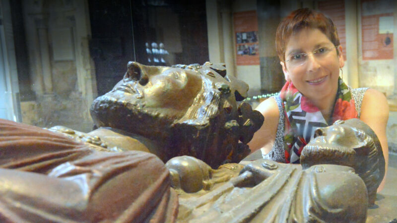 Stationen eines Romans: Autorin Rebecca Gablé besucht die Figur König Johns in der Temple Church.