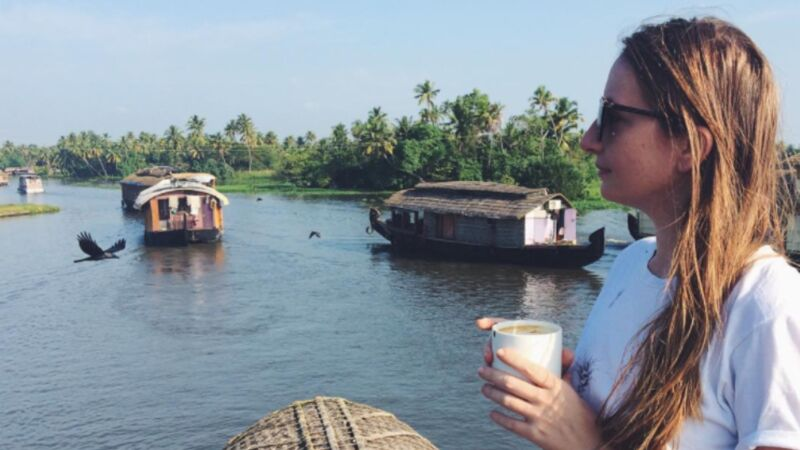 Anika Landsteiner in Kerala's Backwaters, Indien.
