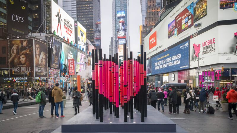 Skultpur am Valentinstag 2017 in New York am Times Square.