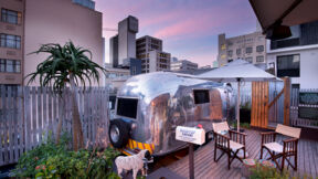 So sieht das Campen im Airstream-Trailer in Kapstadt aus.  © The Grand Daddy Hotel